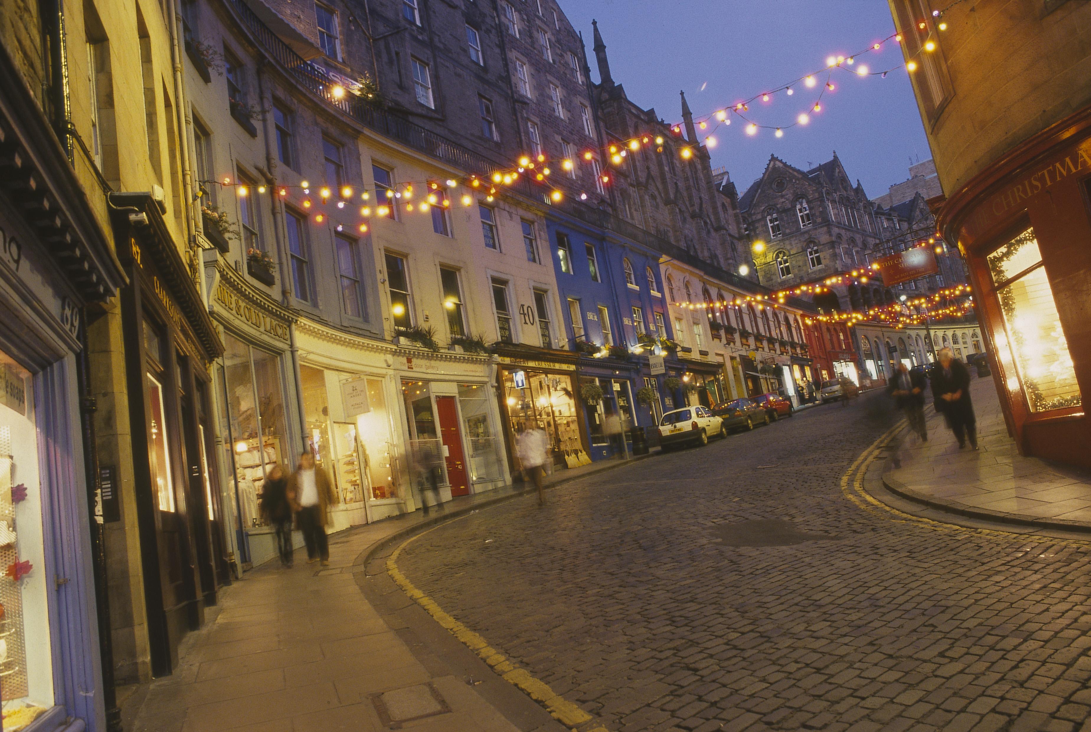 De gezellig verlichte straten