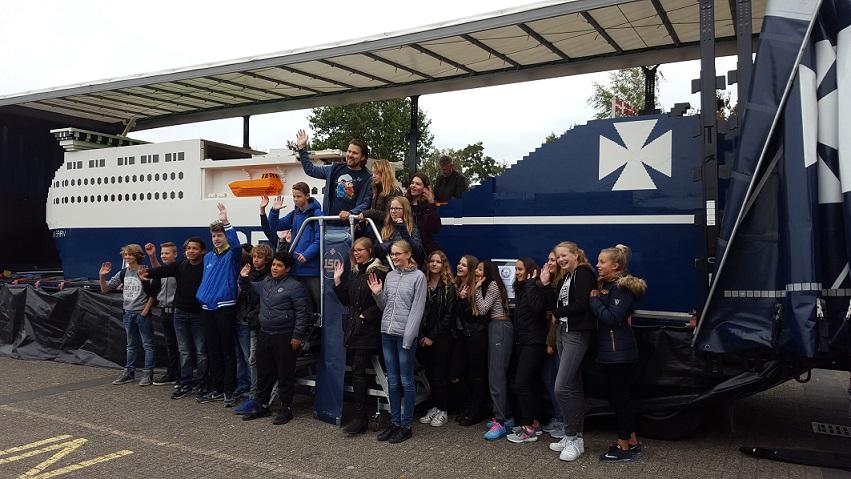 SGL Lelystad - trotse klas voor het grootste LEGO schip