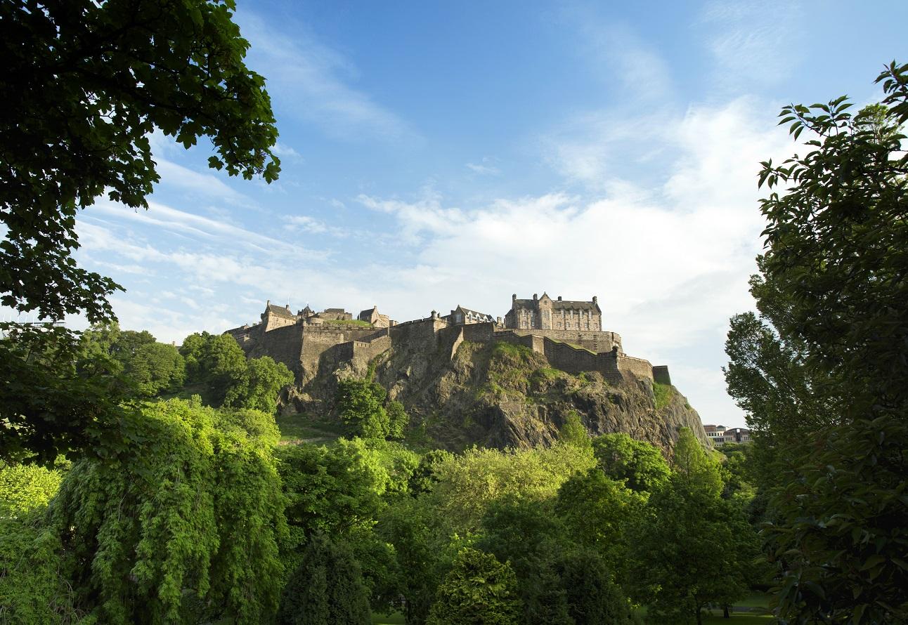 Toegang tot Edinburgh Castle is niet gratis, het mooie uitzicht erop wel!