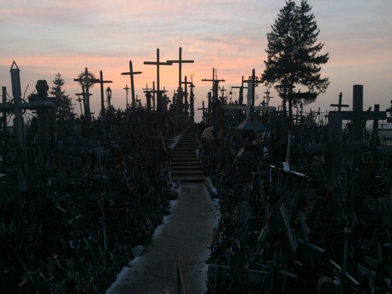 Litouwen: een bedevaartstocht op de Heuvel der Kruisen