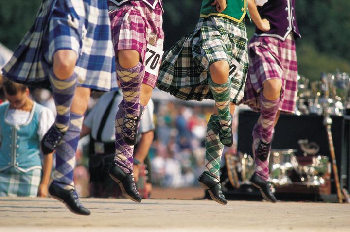 Dansers tijdens de Highland Games