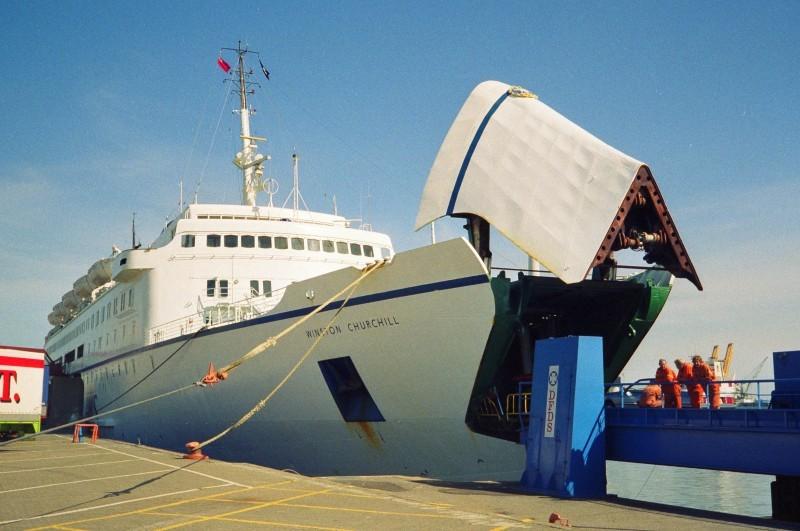 Winston Churchill - het eerste schip op de route IJmuiden - Newcastle