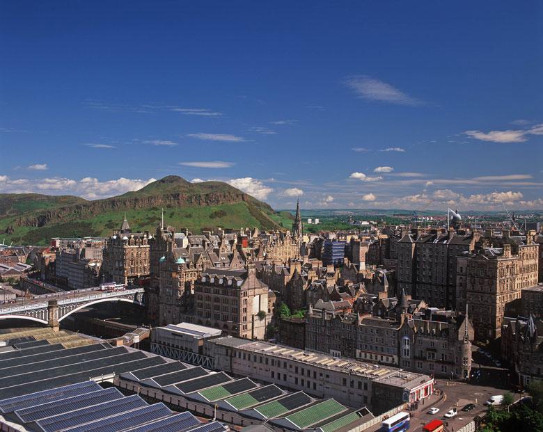 Edinburgh met op de achtergrond Arthur's Seat