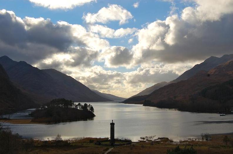 Het Glenfinnan Monument bij Loch Shiel