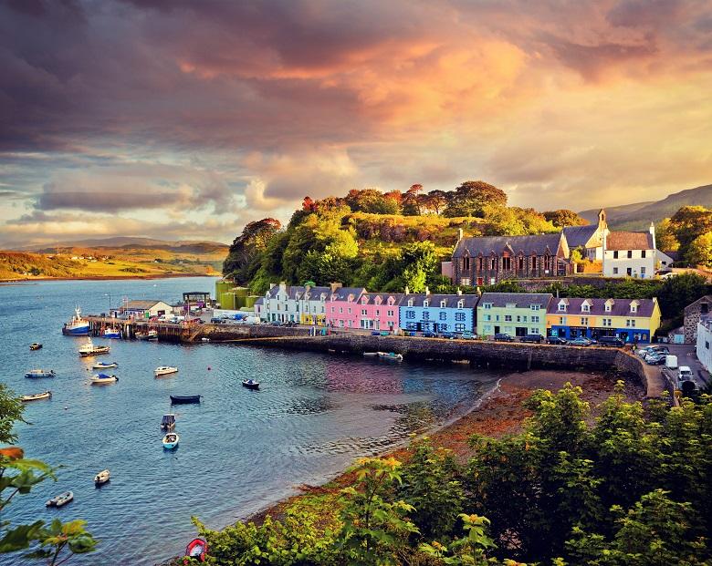 Kleurrijke huisjes in Portree, Skye
