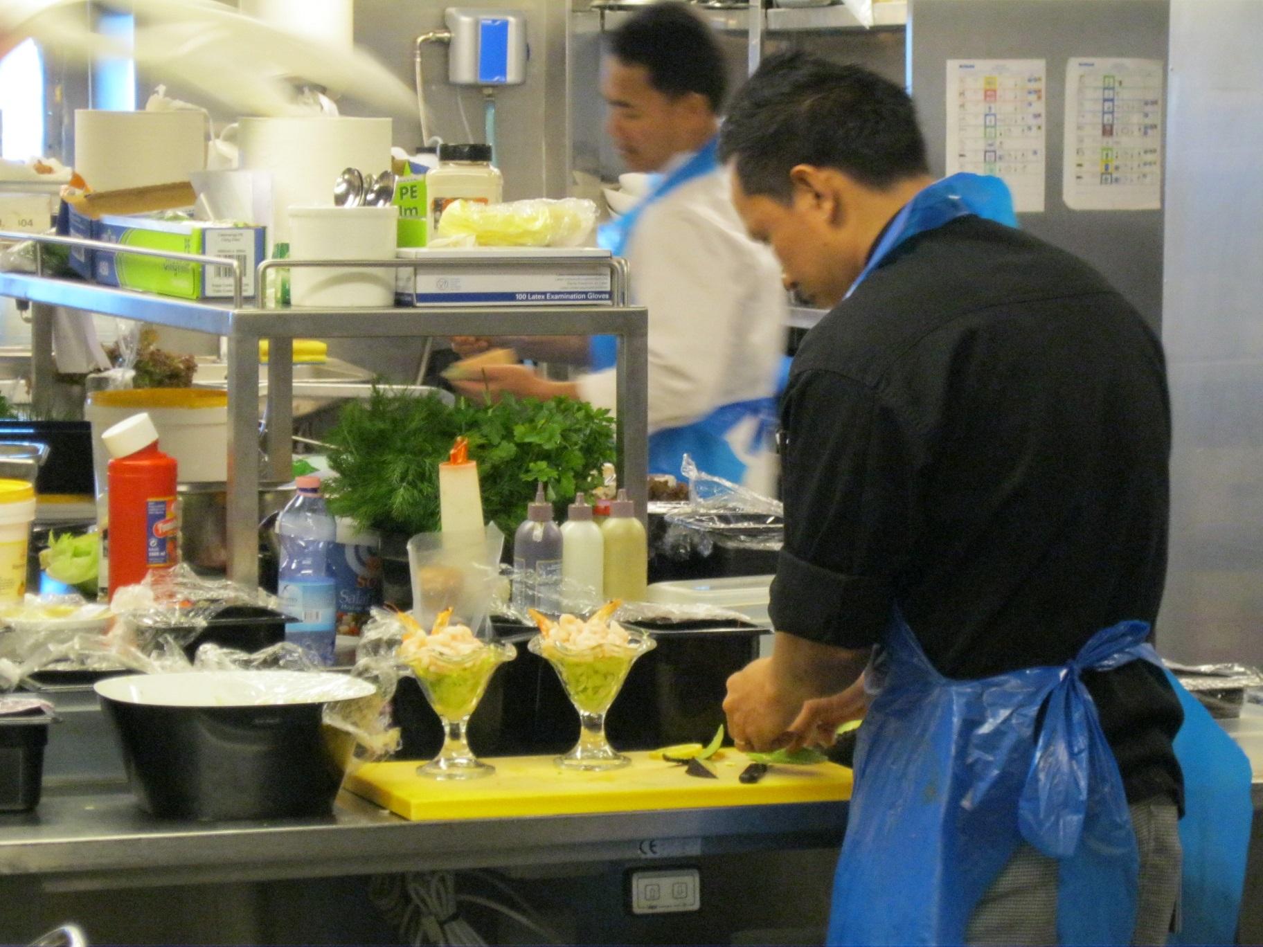 Druk aan het werk in de keuken van KING Seaways