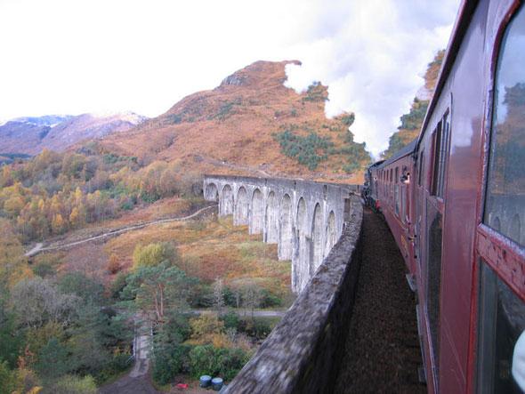 Treinrondreis door Schotland - Glenfinnan viaduct met de Jacobite trein