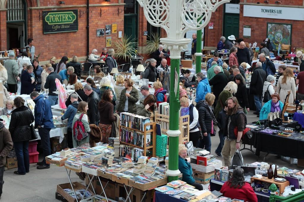 Gezellige drukte op de Tynemouth markt net buiten Newcastle