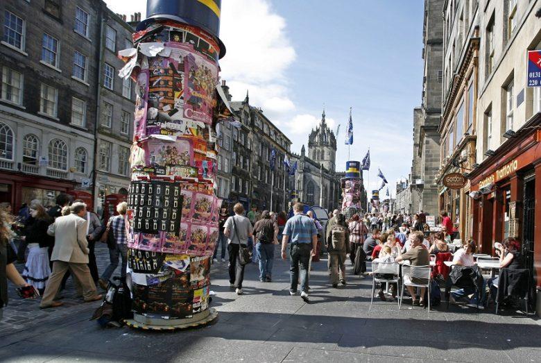 The Royal Mile tijdens Edinburgh Festival Fringe.
